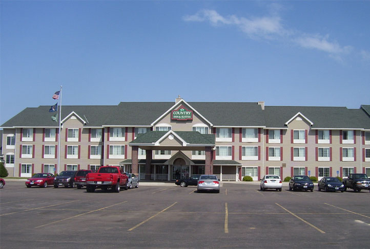Commercial Roofing - Country Inn & Suites - Full View